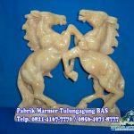 Patung Kuda Jingkrak, patung Kuda tarung