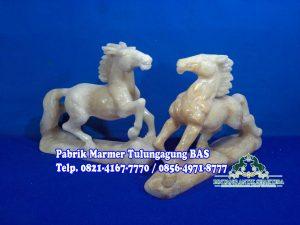 Patung Kuda Onyx, patung Kuda tarung